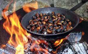 Castañas asadas, típicas en Fiesta de Todos los Santos